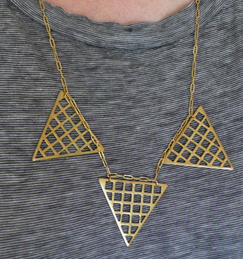 thelooksee_trianglegridnecklace2.png