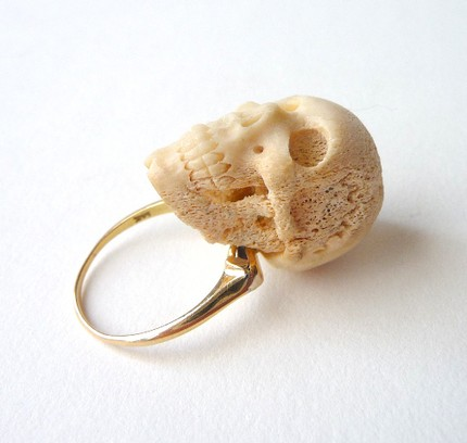 70s, bone, skull ring, mascarajones, etsy, jewelry, shop, fashion, thelooksee