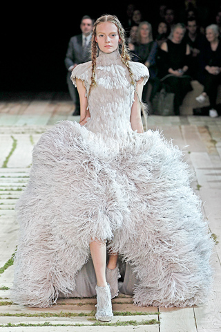 spring 2011, alexander mcqueen, runway,  sarah burton, fashion, couture, thelooksee