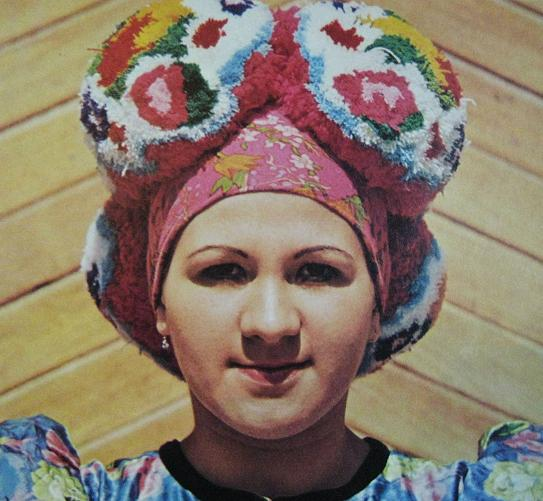 matjo, woman, ethnic, dutch, vintage, pom pom, thelooksee