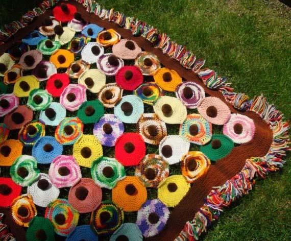 crocheted_pompomblanket_vintagestarrbeads1.jpg