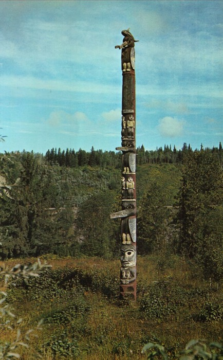 vintage photo, totem, old chum, thelooksee